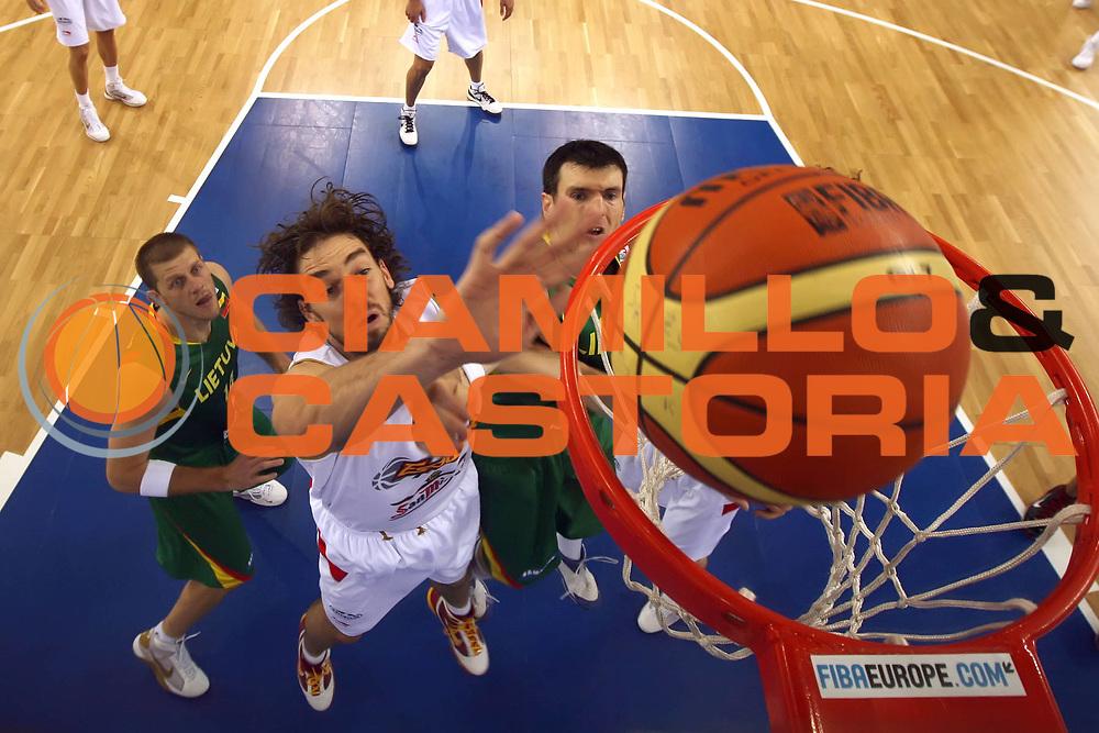 DESCRIZIONE : Lodz Poland Polonia Eurobasket Men 2009 Qualifying Round Spagna Spain Lituania Lithuania<br /> GIOCATORE : Pau Gasol<br /> SQUADRA : Spagna Spain<br /> EVENTO : Eurobasket Men 2009<br /> GARA : Spagna Spain Lituania Lithuania<br /> DATA : 14/09/2009 <br /> CATEGORIA :<br /> SPORT : Pallacanestro <br /> AUTORE : Agenzia Ciamillo-Castoria/E.Castoria<br /> Galleria : Eurobasket Men 2009 <br /> Fotonotizia : Lodz Poland Polonia Eurobasket Men 2009 Qualifying Round Spagna Spain Lituania Lithuania<br /> Predefinita :