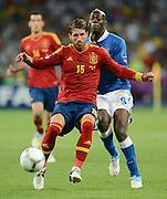 FUSSBALL  EUROPAMEISTERSCHAFT 2012   FINALE Spanien - Italien            01.07.2012 Sergio Ramos (li, Spanien)  gegen Mario Balotelli (re, Italien)