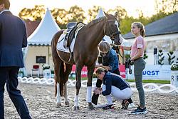 """WERTH Isabell (GER), GUTENBERG Stefanie zu<br /> Aufgabe """"Pferd satteln""""<br /> Charity-Showwettkampf mit Promis & Teilnehmern<br /> """"Reiten gegen Hunger""""<br /> Balve Optimum - Deutsche Meisterschaft Dressur 2020<br /> 19. September2020<br /> © www.sportfotos-lafrentz.de/Stefan Lafrentz"""