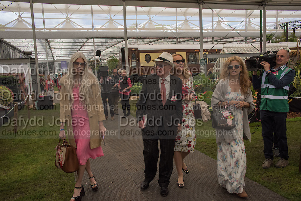 RUPERT MURDOCH; JERRY HALL; Press view of the 2016 RHS  Chelsea Flower Show,  London.