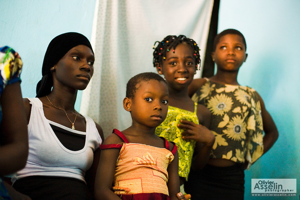 Members of the Djaha family in their home in Dimbokro, Cote d'Ivoire on Friday June 19, 2009. Left is Viviane M'Bra Affoue, 32, second from left is Alice Bienvenue Djaha Aya, 7. Both are HIV-positive. Others are friends visiting.