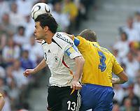 v.l. Michael Ballack, Olof Mellberg Schweden<br /> Fussball WM 2006 Achtelfinale Deutschland - Schweden<br />  Tyskland - Sverige<br /> Norway only