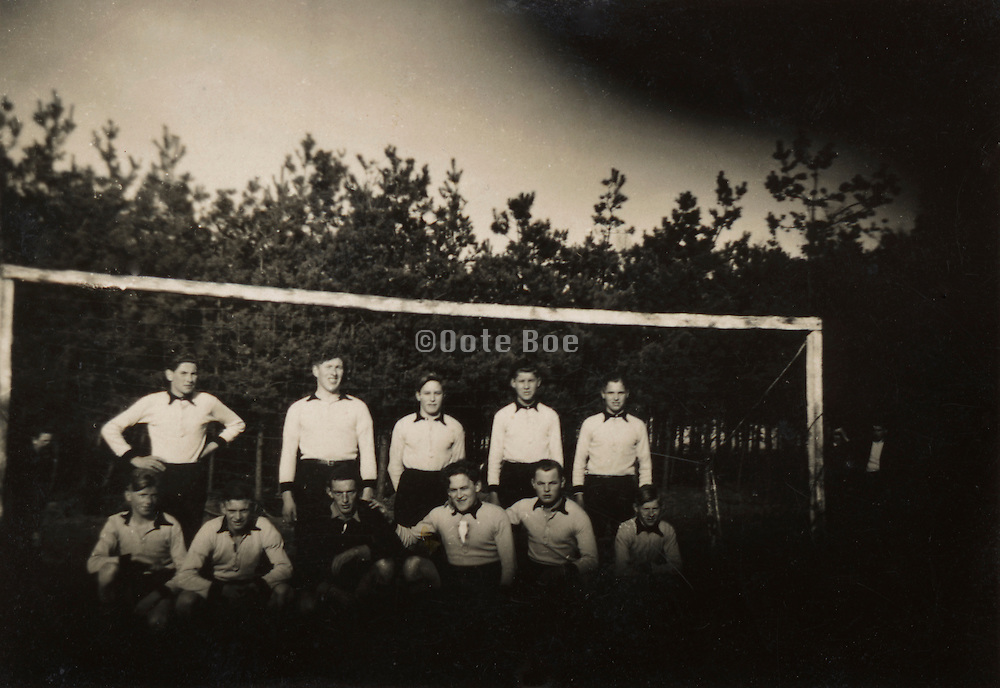 soccer team 1920s Holland