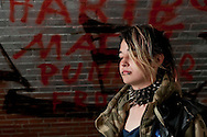 Unter der Kersten-Miles-Brücke wohnt seit Monaten eine Gruppe obdachloser Punks. Zu Besuch bei den Jugendlichen.