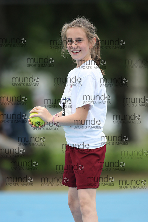 (Ottawa, Ontario---20/06/09)   Aimee-Lee Cote competing in the ball throw at the 2009 Bank of America All-Champions Elementary School Track and Field Championship. www.mundosportimages.com / www.msievents.