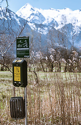 THEMENBILD - ein Spender mit Kotbeutel für Hundebesitzer, aufgenommen am 20. April 2019, Zell am See, Österreich // a dispenser with excrement bag for dog owners on 2019/04/20, Zell am See, Austria. EXPA Pictures © 2019, PhotoCredit: EXPA/ Stefanie Oberhauser