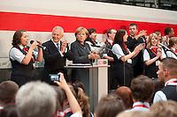 25 AUG 2009, BERLIN/GERMANY:<br /> Dr. Ruediger Grube (L), Vorstandsvorsitzender Deutsche Bahn AG, Angela Merkel (R), CDU, Bundeskanzlerin, mit Auszubildenden der Deutschen Bahn die ein Lied singen, Besuch des ICE Werks Berlin-Rummelsburg<br /> IMAGE: 20090825-01-049<br /> KEYWORDS: Rüdiger Grube, Auszubildende
