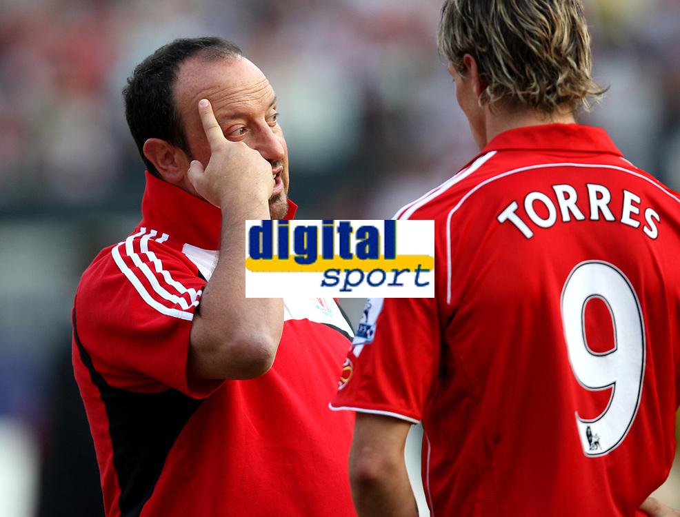 Photo: Maarten Straetemans.<br /> Shanghai Shenhua v Liverpool. Rotterdam Tournament. 03/08/2007.<br /> Rafael Benitez is talking to Fernando Torres after the game against Shanghai