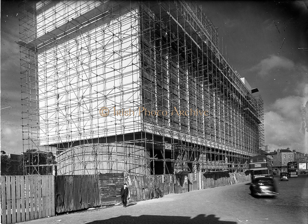 23/06/1952<br /> 06/23/1952<br /> 23 June 1952<br /> C.I.E. New Bus station at Store Street, Dublin, picture showing construction and scaffolding.