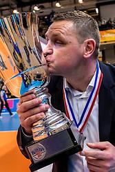 19-02-2017 NED: Bekerfinale Draisma Dynamo - Seesing Personeel Orion, Zwolle<br /> In een uitverkochte Landstede Topsporthal wint Orion met 3-1 de bekerfinale van Dynamo / Trainer/Coach Goran Aleksov