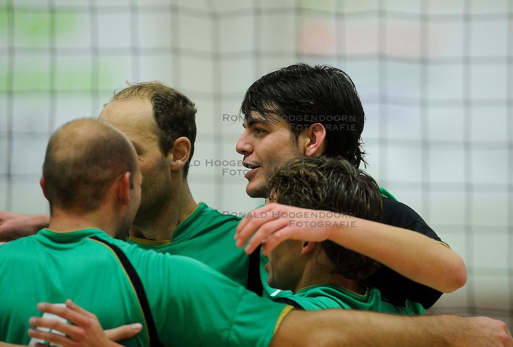 27-10-2012 VOLLEYBAL: VV ALTERNO - E DIFFERENCE SSS: APELDOORN<br /> Eerste divisie A mannen - Alterno wint met 4-0 van SSS / Wouter Langendijk<br /> &copy;2012-FotoHoogendoorn.nl