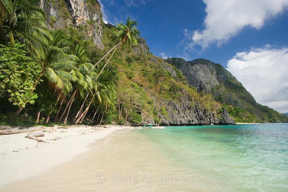 A beautiful isolated beach on a small tropical island in the Bacuit Archipelago, El Nido, Palawan, Philippines