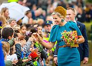 27-10-2016 King Willem-Alexander and Her Majesty Queen Maxima bring Thursday, October 27th a regional visit to Almelo and Northeast Twente. The King and Queen begin in Almelo, then they visit the congregations Dinkelland, Tubbergen, Losser and Oldenzaal. During the visit, the theme 'heritage as future capital' central. Elements of the past Twente are used as an incentive for both urban development and the development of rural areas. COPYRIGHT ROBIN UTRECHT<br /> 27-10-2016 Koning Willem-Alexander en Hare Majesteit Koningin Maxima brengen donderdag 27 oktober een streekbezoek aan Almelo en Noordoost Twente. De Koning en Koningin beginnen in Almelo, aansluitend bezoeken zij de gemeenten Dinkelland, Tubbergen, Losser en Oldenzaal. Tijdens het bezoek staat het thema &lsquo;erfenis als toekomstkapitaal&rsquo; centraal. Elementen uit het verleden van Twente zijn ingezet als impuls voor zowel stedelijke ontwikkeling als de ontwikkeling van de landelijke gebieden. Koning Willem-Alexander en koningin Maxima tijdens een streekbezoek aan Almelo en Noordoost Twente. Tijdens het bezoek staat het thema erfenis als toekomstkapitaal centraal.  OUD-OOTMARSUM - COPYRIGHT ROBIN UTRECHT