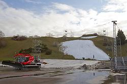 25.12.2011, Olympiapark, Muenchen, GER, FIS Weltcup Ski Alpin, Paralellslalom, Absage wegen Schneemangel, im Bild Rennstrecke mit Schneeraupe und gruenem Olympiaberg // feature for cancellation of the Audi FIS Ski World Cup in Munich, on 2011/12/25, Olympiapark, Munich, Germany. EXPA Pictures © 2011, PhotoCredit: EXPA/ nph/ Straubmeier..***** ATTENTION - OUT OF GER, CRO *****