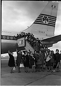 1963 19.01 -Nurses leaving to America