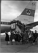 C211-1986-Nurses leaving .19.01.1963. 40 Nurses leaving Ireland about to board the flight to America.