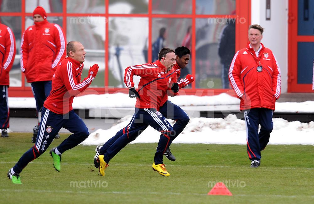 Fussball 1. Bundesliga :  Saison   2009/2010   03.02.2010 Training beim FC Bayern Muenchen Arjen Robben , Franck Ribery und Trainer Louis van Gaal (FCB)