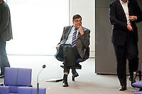 03 JUN 2009, BERLIN/GERMANY:<br /> Joerg Thauss, MdB, fraktionslos, auf seinem Einzelplatz, waehrend einer Sitzung des Deutschen Bundestages<br /> IMAGE: 200907-03-008<br /> KEYWORDS: Jörg Thauss