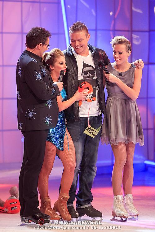 NLD/Hilversum/20130126 - 5e Liveshow Sterren Dansen op het IJs 2013, Tony Wyczynski en schaatspartner Alexandra Murphy krijgen goede cijfers