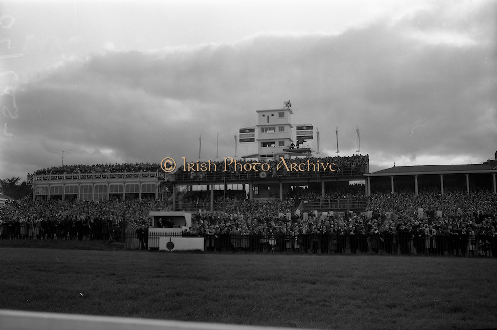 10/05/1965<br /> 05/10/1965<br /> 10 May 1965<br /> Spectators crowd the stands May 10, 1965, to warch the Kingsway Amateur Handicap Hurdle at the Leopardstown Racecourse.