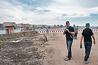 """Taranto delegazione Third Person<br /> Silvio Maselli e Daniele Basilio di Apulia Film Commission a Taranto durante servizio di photoscouting per conto della società di produzione cinematograficaLupin Filminteressata all'individuazione di location pugliesi per la realizzazione del progetto filmico""""Third person"""" diretto da Paul Haggis."""