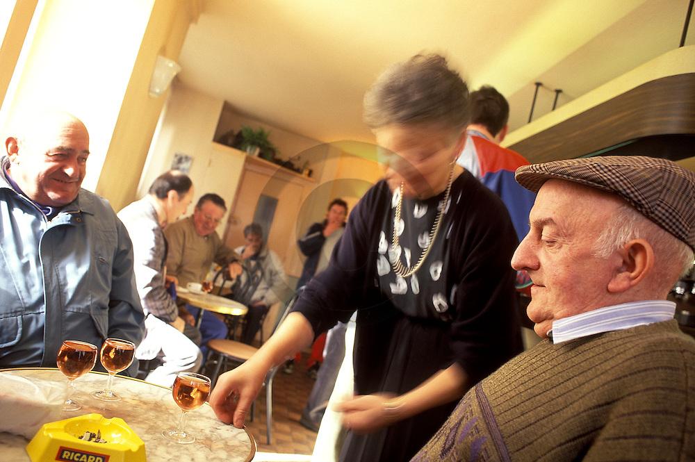 01/10/03 - MONTFERRAND - PUY DE DOME - FRANCE - Bar de l Apothicaire - Photo Jerome CHABANNE