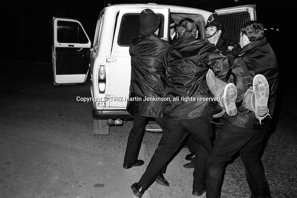 Police arrest picket at BSC Tinsley Park during one day strike. 22/10/1982