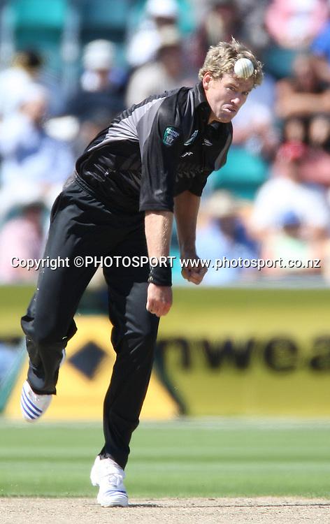New Zealand bowler jacob Oram in action.<br />Chappell Hadlee Trophy - Match 3.<br />Bellerive Oval, Hobart, Australia. <br />Thursday 20 December 2007. <br />Photo: Andrew Cornaga/PHOTOSPORT