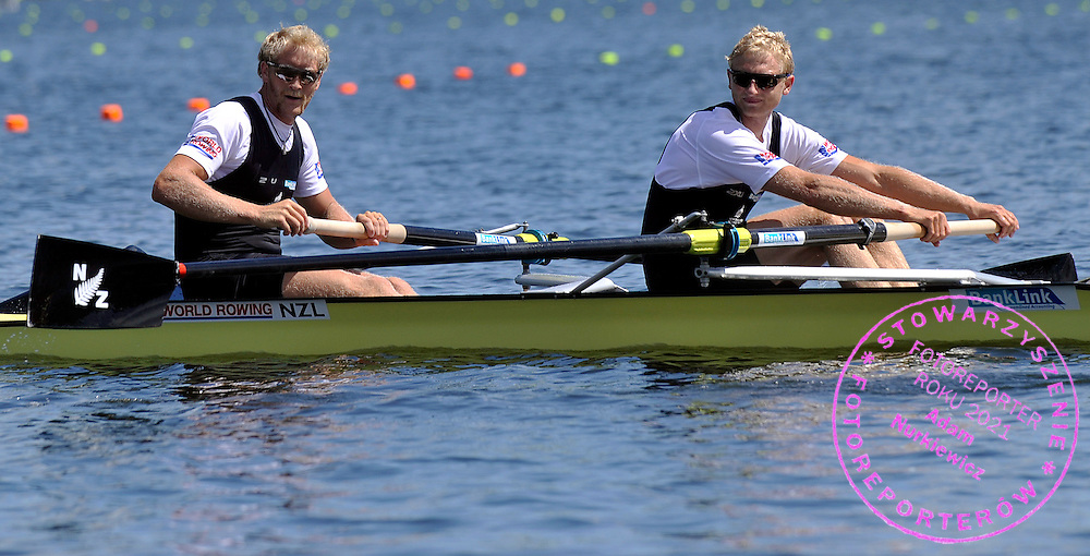 (BOW) ERIC MURRAY & (STROKE) HAMISH BOND (BOTH NEW ZEALAND) ON THE START LINE PREPARE TO THE START IN MEN'S PAIR DURING REGATTA WORLD ROWING CHAMPIONSHIPS ON KARAPIRO LAKE IN NEW ZEALAND...NEW ZEALAND , KARAPIRO , NOVEMBER 01, 2010..( PHOTO BY ADAM NURKIEWICZ / MEDIASPORT )..PICTURE ALSO AVAIBLE IN RAW OR TIFF FORMAT ON SPECIAL REQUEST.