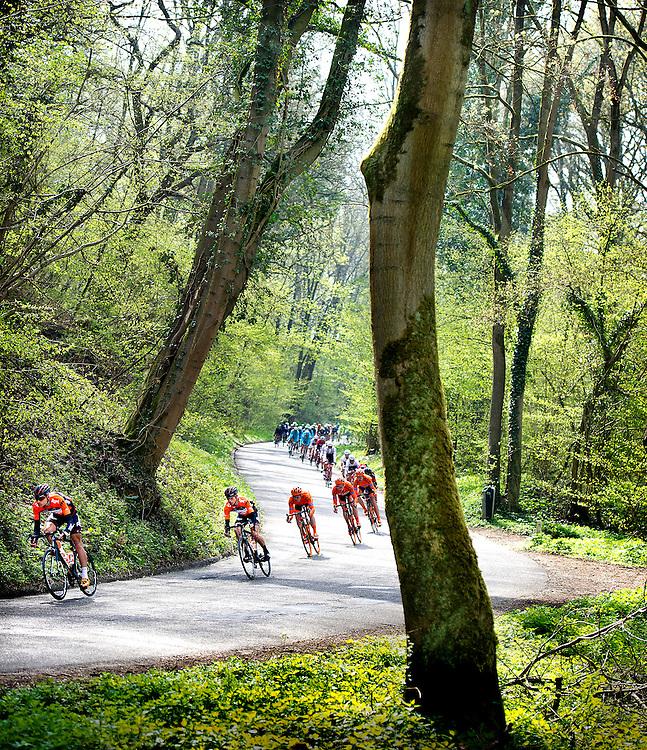 Nederland, Valkenburg, 19-04-2015.<br /> Wielrennen, Elite Mannen.<br /> Amstel Gold Race.<br /> Sjoerd van Ginneken ( voor, 1e van links ) en Reinier Honig ( 2e van links ) van de Roompot wielerploeg in de afdaling van de Brakke Berg.<br /> Foto: Klaas Jan van der Weij