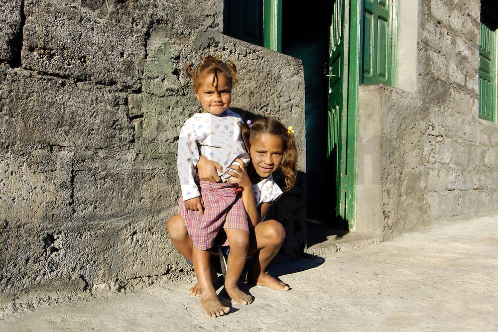 12 JAN 2006, FOGO/CAPE VERDE:<br /> Kinder von Bangaeira in der Cha das Caldeiras, am Fusse des Pico de Fogo, Fogo, Kapverdischen Inseln<br /> Children of Bangaeira into the Cha das Caldeiras, near the Pico de Fogo, Island Fogo, Cape verde islands<br /> IMAGE: 20060112-01-055<br /> KEYWORDS: Travel, Reise, Natur, nature, cabo verde, Dritte Welt, Third World, Kapverden
