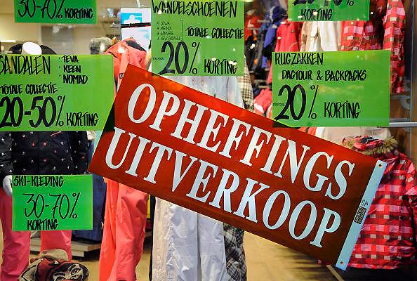 Nederland, Nijmegen, 27-11-2009Een winkel voor vakantie artikelen houdt uitverkoop wegens opheffing.Foto: Flip Franssen/Hollandse Hoogte