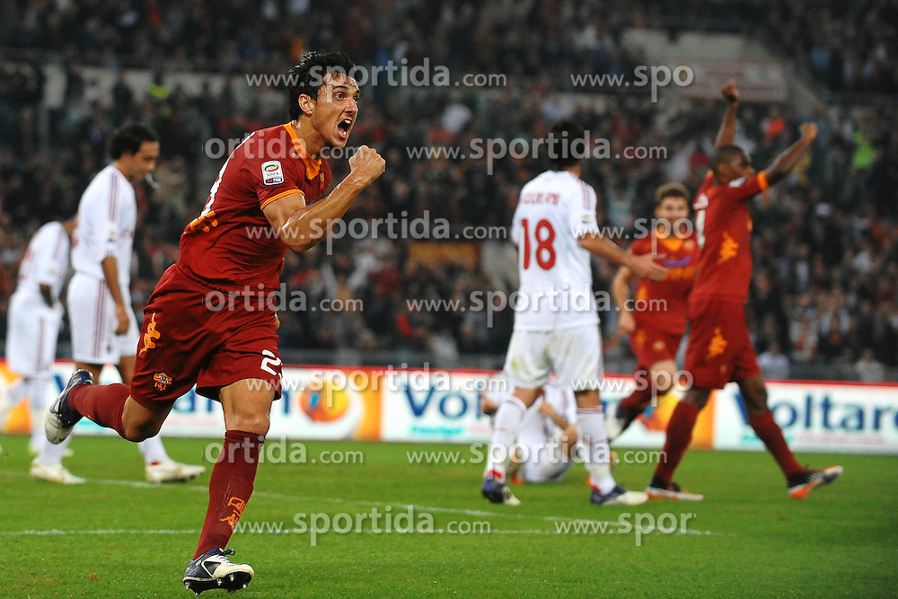 29.10.2011, Olympia Stadion, Rom, ITA, Serie A, AS Rom vs AC Mailand, im Bild Esultanza di Nicolas BURDISSO dopo il gol.Goal celebration // durin the Serie A match between AS Rom vs AC Mailand, at the Olympic Stadium, Rome, Italy on 29/10/2011. EXPA Pictures © 2011, PhotoCredit: EXPA/ InsideFoto/ Andrea Staccioli +++++ ATTENTION - FOR AUSTRIA/(AUT), SLOVENIA/(SLO), SERBIA/(SRB), CROATIA/(CRO), SWISS/(SUI) and SWEDEN/(SWE) CLIENT ONLY +++++