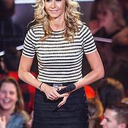 NLD/Hilversum/20160109 - 4de live uitzending The Voice of Holland 2015, presentatrice Wendy van Dijk