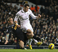 Picture by David Horn/Focus Images Ltd +44 7545 970036.28/11/2012.Gareth Bale (right) of Tottenham Hotspur and Daniel Agger of Liverpool during the Barclays Premier League match at White Hart Lane, London.