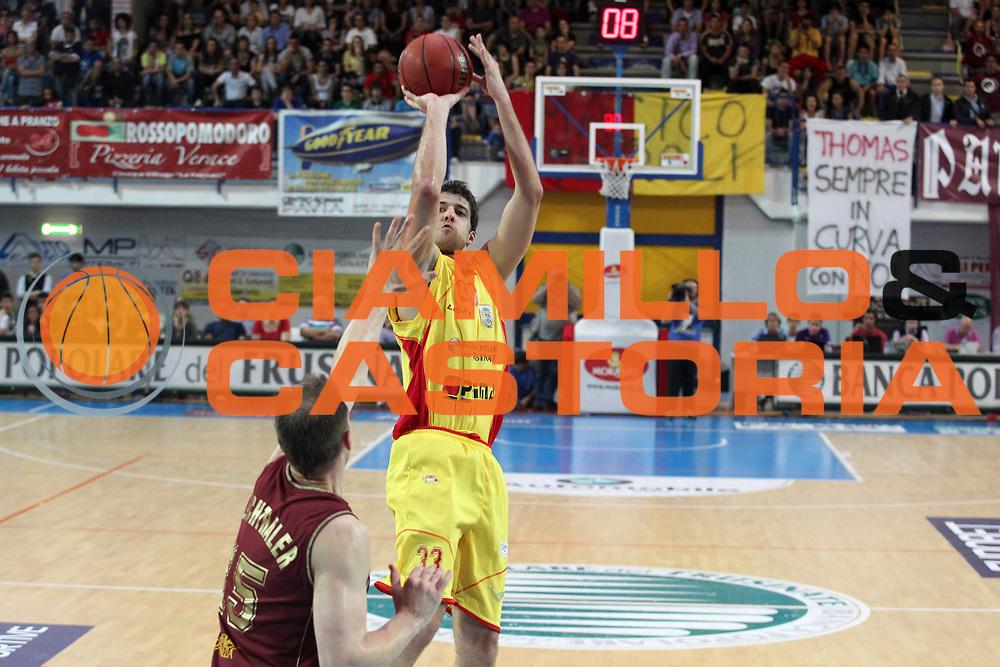 DESCRIZIONE : Frosinone Lega Basket A2 2010-2011 Playoff semifinali gara 4 Prima Veroli Umana Reyer Venezia<br /> GIOCATORE : David Brkic             <br /> SQUADRA : Prima Veroli    <br /> EVENTO : Campionato Lega Basket A2 2010-2011<br /> GARA : Prima Veroli Umana Reyer Venezia  <br /> DATA : 05/06/2011<br /> CATEGORIA : tiro         <br /> SPORT : Pallacanestro<br /> AUTORE : Agenzia Ciamillo-Castoria/A.Ciucci<br /> Galleria : Lega Basket A2 2010-2011<br /> Fotonotizia : Frosinone  Lega Basket A2 2010-2011 Playoff semifinali gara 4 Prima Veroli Umana Reyer Venezia  <br /> Predefinita :