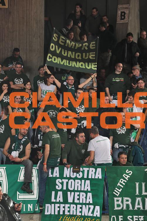 DESCRIZIONE : Reggio Emilia Lega A 2012-13 Trenkwalder Reggio Emilia Sidigas Avellino<br /> GIOCATORE : tifosi Sidigas Avellino<br /> CATEGORIA : tifosi<br /> SQUADRA : Sidigas Avellino<br /> EVENTO : Campionato Lega A 2012-2013 <br /> GARA : Trenkwalder Reggio Emilia Sidigas Avellino<br /> DATA : 23/12/2012<br /> SPORT : Pallacanestro <br /> AUTORE : Agenzia Ciamillo-Castoria/P. Boccaccini<br /> Galleria : Lega Basket A 2012-2013  <br /> Fotonotizia : Reggio Emilia Lega A 2012-13 Trenkwalder Reggio Emilia Sidigas Avellino