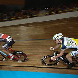 27-12-2014: Wielrennen: NK Baanwielrennen: Apeldoorn (182) Gino Vierhouten in actie tijdens de puntenkoers kwalificatie