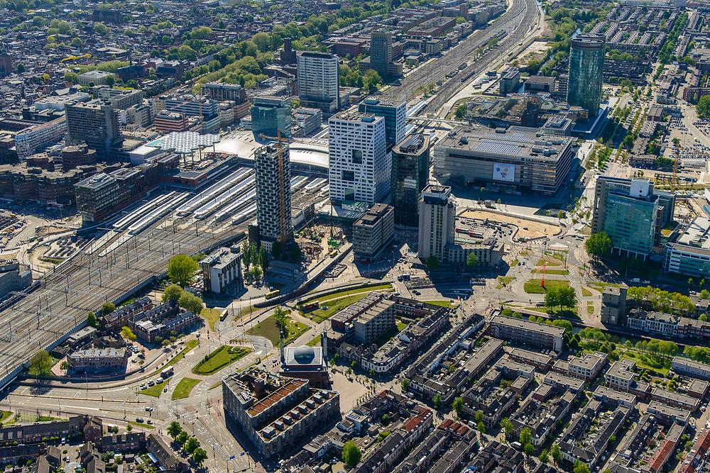 Nederland, Utrecht, Utrecht, 13-05-2019; Lombok met Laan het Moskeeplein Ulu Moskee (Grote moskee). Gebouwd als arbeiderswijk, nu  multiculturele wijk.<br /> Multicultural neighborhood, near Utrecht Central Station.<br /> <br /> luchtfoto (toeslag op standard tarieven);<br /> aerial photo (additional fee required);<br /> copyright foto/photo Siebe Swart