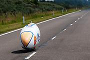 Jan Bos rijdt over het parcours. Het Human Powered Team Delft en Amsterdam presenteert de VeloX2, de fiets waarmee ze het wereldrecord willen verbreken dat nu op 133 km/h staat. Jan Bos, een van de rijders die het record gaat proberen te verbreken, gaat de strijd aan met zijn broer Theo Bos op de gewone racefiets. Jan wint uiteindelijk glansrijk en haalt 77,2 km/h.<br /> <br /> Jan Bos is riding. Human Powered Team Delft and Amsterdam presents the VeloX2, the bike which they will attempt to set a new world record with. Jan Bos, on of the two cyclists who will try to ride faster than 133 km/h, is racing at the presentation against his brother Theo Bos, a former world champion and cyclist for the Rabobank Racing Team. Jan will defeat Theo, with a maximum speed of 77,2 km/h.