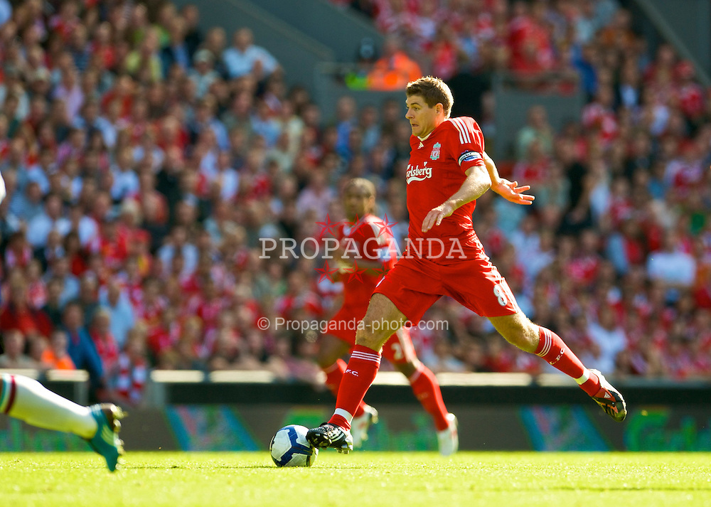 LIVERPOOL, ENGLAND - Saturday, September 12, 2009: Liverpool's captain Steven Gerrard MBE in action against Burnley during the Premiership match at Anfield. (Photo by David Rawcliffe/Propaganda)