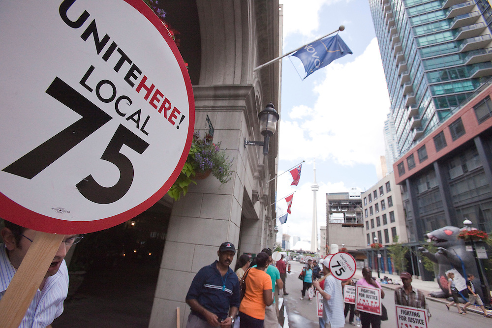 Workers at the Novotel hotel in downtown Toronto, Canada hit the picket lines June 24, 2010 after contract talks broke off earlier in the week. The Novotel, run by French company Accor is hosting G8/ G20 delegates from France as well as some of the French media.<br /> AFP/GEOFF ROBINS/STR