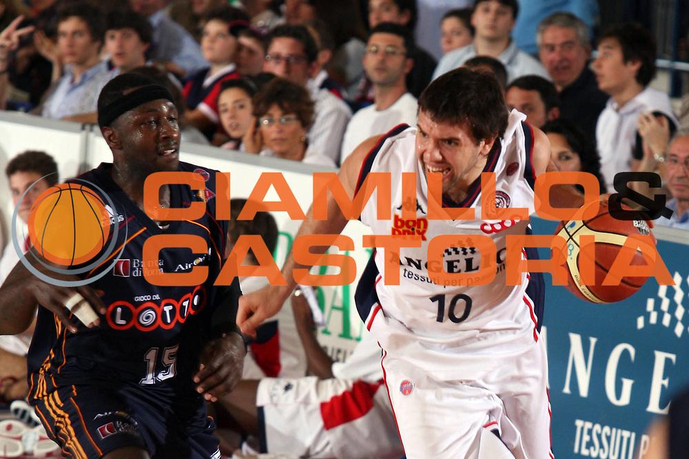 DESCRIZIONE : Biella Lega A1 2006-07 Angelico Biella Lottomatica Virtus Roma<br /> GIOCATORE : Porta<br /> SQUADRA : Angelico Biella<br /> EVENTO : Campionato Lega A1 2006-2007<br /> GARA : Angelico Biella Lottomatica Virtus Roma<br /> DATA : 22/04/2007<br /> CATEGORIA : Palleggio<br /> SPORT : Pallacanestro<br /> AUTORE : Agenzia Ciamillo-Castoria/S.Ceretti