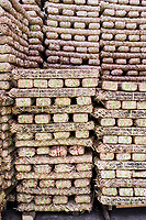 Chine, Province du Sichuan, Mingshan, usine de thé en brique destiné au marché tibetain  // China, Sichuan province, Mingshan, tea factory, brick of tea for tibetan market
