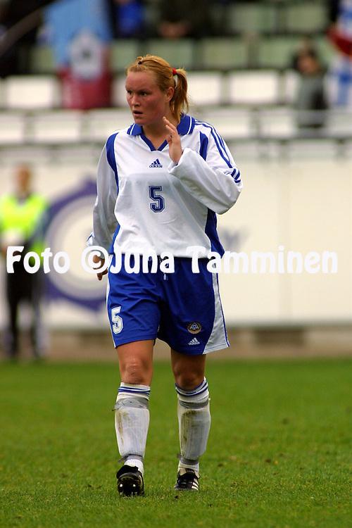 13.10.2001, Pohjola Stadion, Vantaa, Finland. FIFA Women's World Cup qualifying match, Finland v Denmark. Sari Sepp?nen (FIN)..©JUHA TAMMINEN