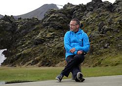 05-07-2014 NED: Iceland Diabetes Challenge dag 1, Landmannalaugar <br /> Vandaag ging de challenge van start. Met een bus gingen we van Vogar naar Landmannalaugar en zagen we de eerste tekenen van het prachtige landschap van IJsland / Henk