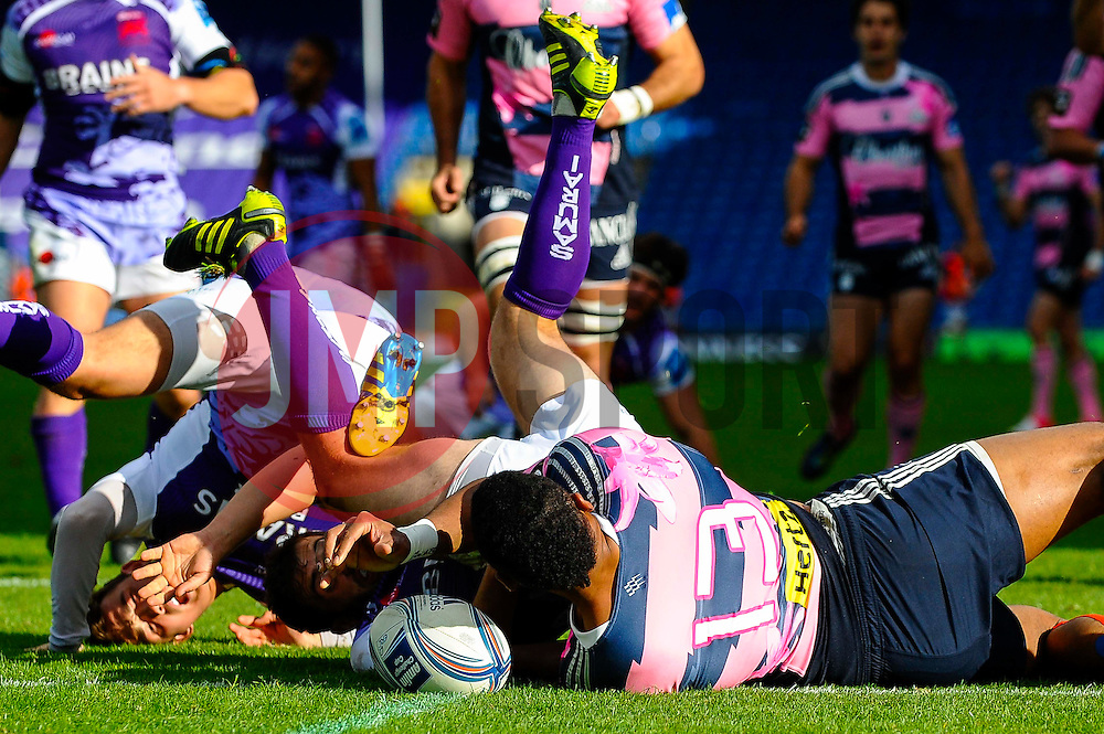 Stade Francais Outside Centre (#13) Waisea Vuidarvuwalu scores a try in the first half - Photo mandatory by-line: Rogan Thomson/JMP - Tel: Mobile: 07966 386802 13/10/2012 - SPORT - RUGBY - Kassam Stadium - Oxford. London Welsh v Stade Francais - European Challenge Cup
