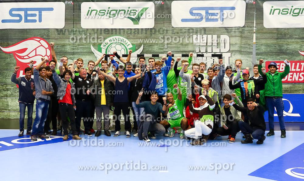 25.09.2015, BSFZ Suedstadt, Maria Enzersdorf, AUT, HLA Grunddurchgang, SG INSIGNIS Handball WESTWIEN vs Union JURI Leoben, im Bild Spieler von WestWien mit Flüchtlingen// during the Handball League Austria Match between SG INSIGNIS Handball WESTWIEN and Union JURI Leoben at the BSFZ Suedstadt, Maria Enzersdorf, Austria on 2015/09/25, EXPA Pictures © 2015, PhotoCredit: EXPA/ Sebastian Pucher