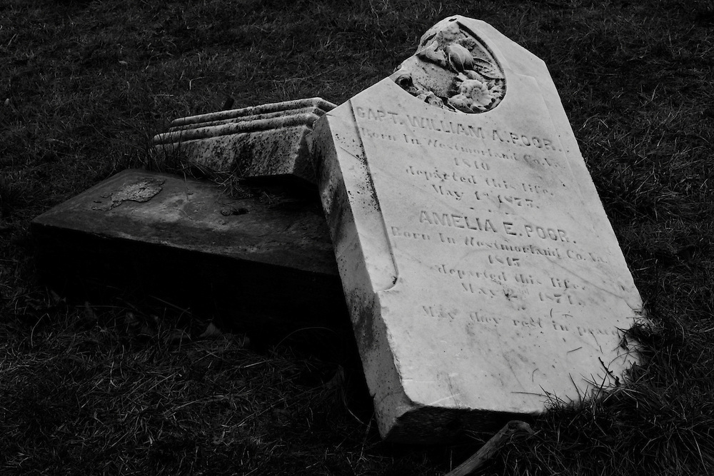 An untended grave at the Congressional Cemetery