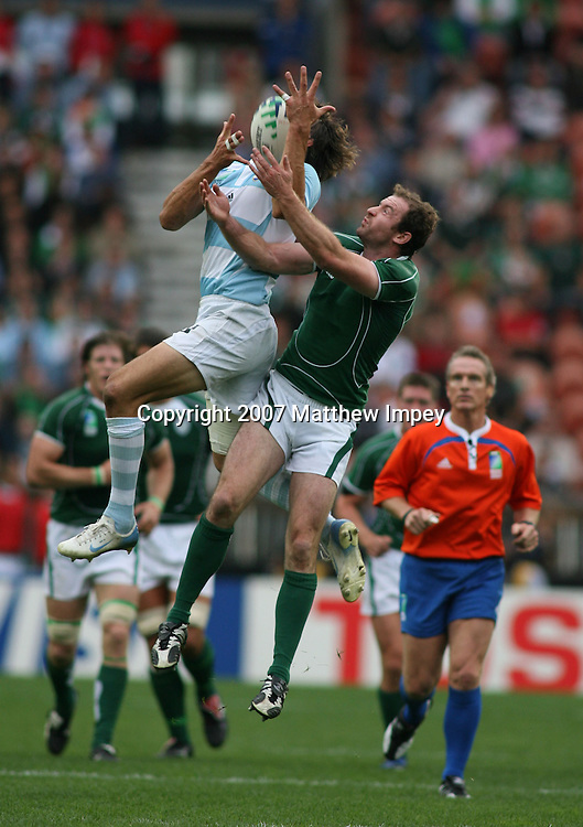 Juan Martin Hernandez of Argentina and Geordan Murphy of Ireland compete for the high ball. Ireland v Argentina, Rugby World Cup, Pool D, Rugby Union, Parc des Princes ,Paris, 30/09/2007. © Matthew Impey / Wiredphotos.co.uk . tel: 07789 130 347 e: matt@wiredphotos.co.uk
